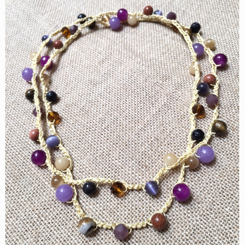 collar-ganchillo y piedra natural morado 2